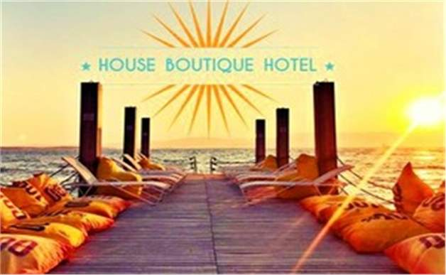 Çeşme House Butik Hotel'de Çift Kişi Kahvaltı Dahil Konaklama Keyfi