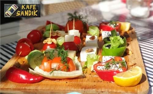 Kafe Sandık Urla'da Enfes Serpme Kahvaltı Fırsatı | İzmirBuraya.com'da
