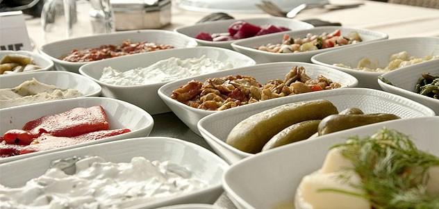 Alsancak Sazaki Meyhanesi'nde Fasıl Eşliğinde Enfes Et veya Balık Menüleri Meze